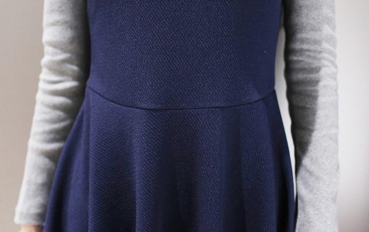 ニットワンピ バイカラー ニット ワンピース フレア レイヤード風 フェイク 無地 襟付き 長袖 ドレス スカート 秋冬 スリム フレアスカート 美シルエット きれいめ 通勤 オフィス サイズ豊富 大きいサイズ ネイビー オシャレ レディース ファッション (67-26) ※納期に10日から14日ほどかかります。