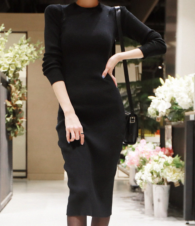 ファインコルゲートロングニットワンピース-This is one-piece having slim line neat fit and womanly mood emphasizing