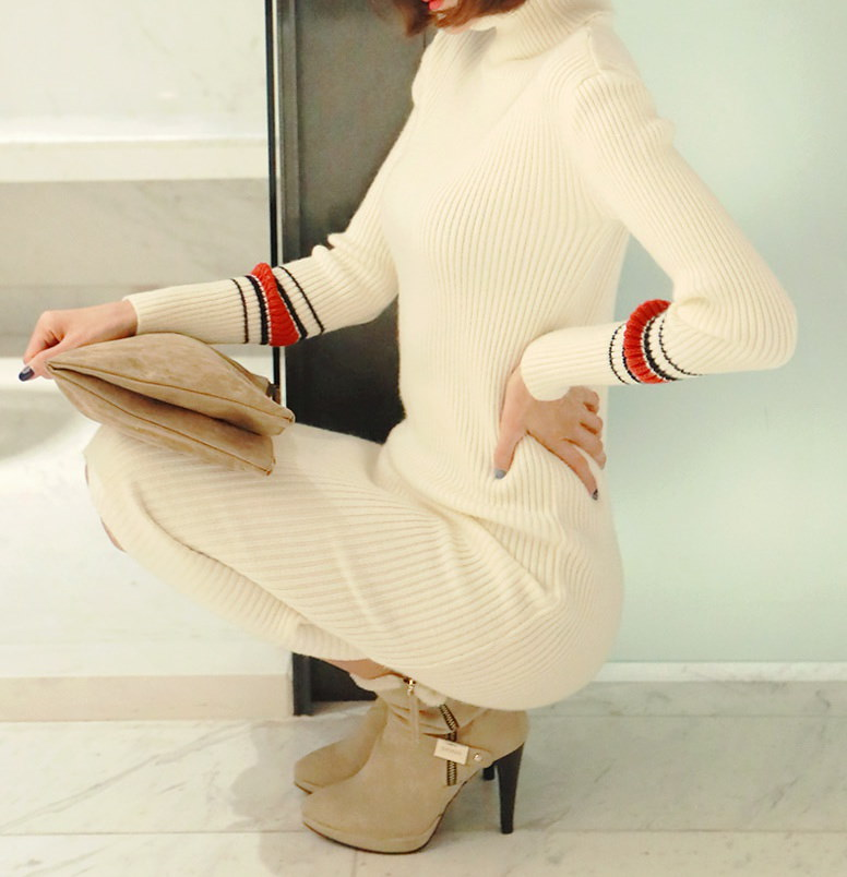 厚さレッドストラップタートルネックニットワンピース-This is knit one-piece having turtleneck and thick material emphasizing