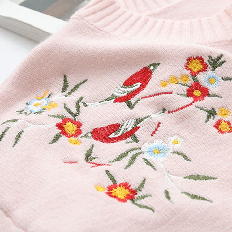 旬の刺繍をのせてほの甘く。花柄刺繍ニット 前短後ろ長 ニット セーター ニットトップス 刺繍 プルオーバー 長袖 ラウンドネック 花柄 刺繍 トレロ