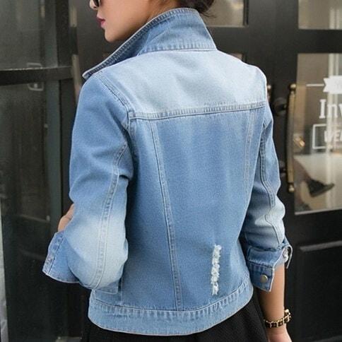 秋の長袖の女性のデニムジャケット擦り切れジーンズジャケット女性特大ジャンコート女性生き抜く新しいファッション