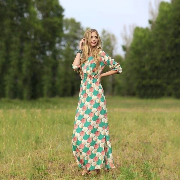 新しい夏のドレス女性の花プリントドレスVネックロングドレスビーチボヘミアドレス