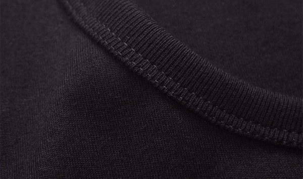 クールな黒いTシャツは、女の子のような女の子らしいトップスカジュアルなヒップスターの女性のTシャツを印刷する