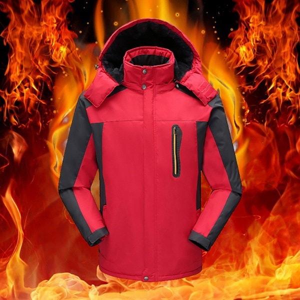 男性と女性の冬の厚い屋外登山スーツ