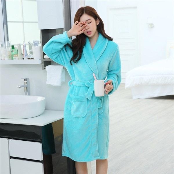 フラワーガウンの厚い女性の暖かいレジャーウェアワンサイズのバスローブ