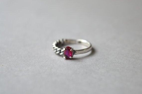 厚いピンクのジルコニアリング、925の純銀製リング、チェーンソリティアリング