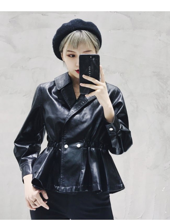 レディス服 女性 アウター コート 上着 ジャケット オーバー スタジャン ファッション 韓国風 ハイウエスト ショート丈 エナメル風 格好いい ロック クラシック フリーサイズ