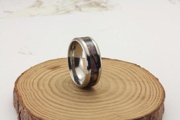 6ミリメートルピンクのモシのオークカモ結婚指輪チタンのカモリング(1個)