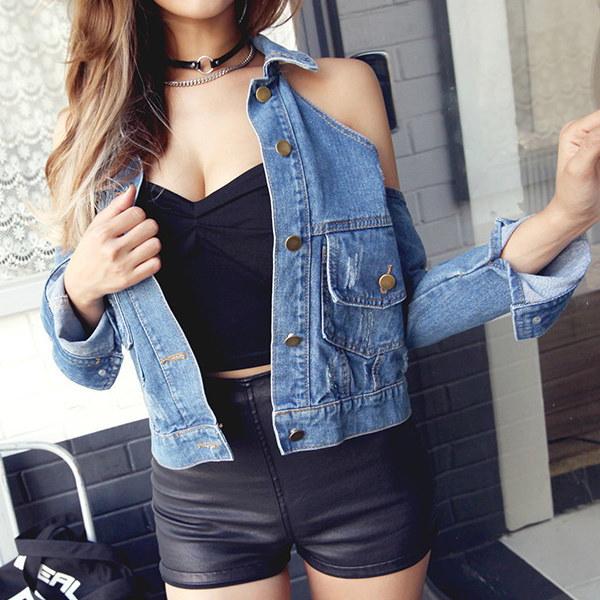 セクシーな女性は、ターンダウンカラーショートトップジーンズのコートの女性のオフショルダーの新しいファッションスリムショートデニムジャケットコート服着用