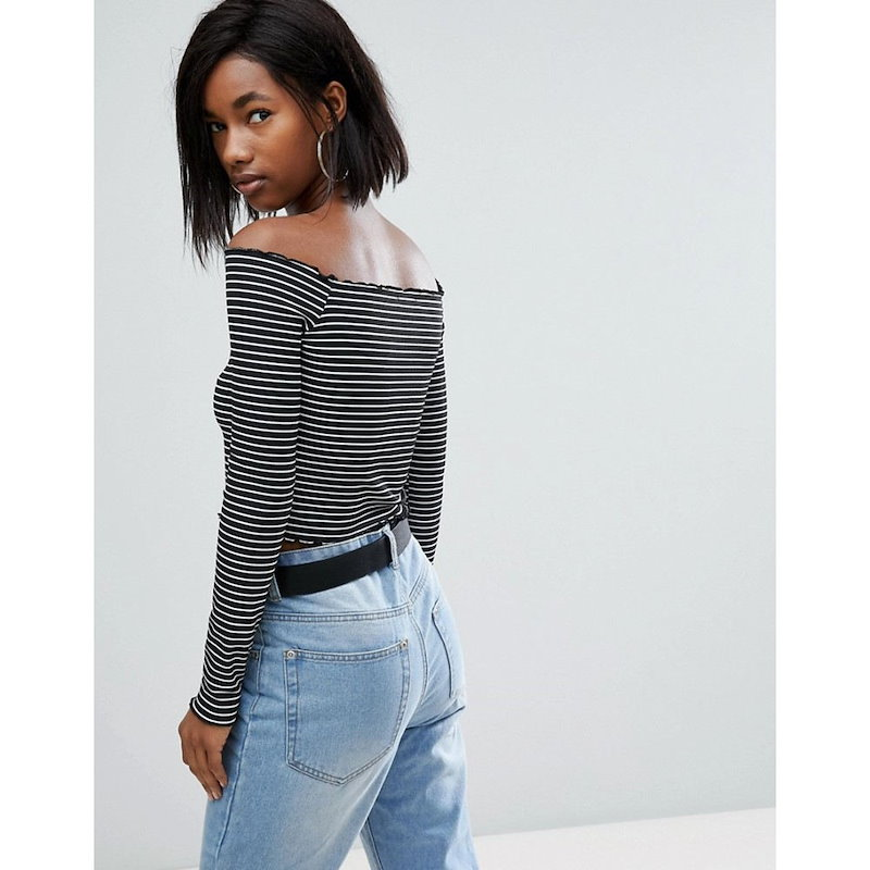 プリティリトルシング レディース トップス【PrettyLittleThing Frill Edge Stripe Bardot Top】Black & white