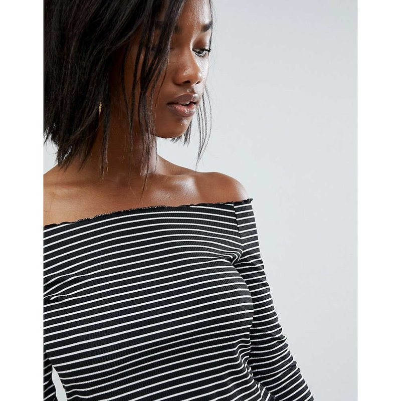 プリティリトルシング レディース トップス【PrettyLittleThing Frill Edge Stripe Bardot Top】Black & white