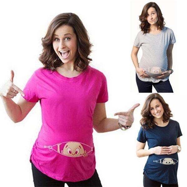 女性の赤ちゃんは、赤ちゃんを見て出産プリントTシャツは面白い妊娠のTシャツ