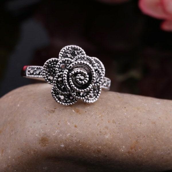 クリスタルダイヤモンドリングの高品質の純銀ジュエリーファッションレトロ火花