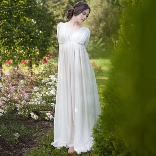 女性の中世のドレス白いヴィンテージスタイルのルネッサンスのドレスフロアレングスの女性のコスプレドレスレトロ