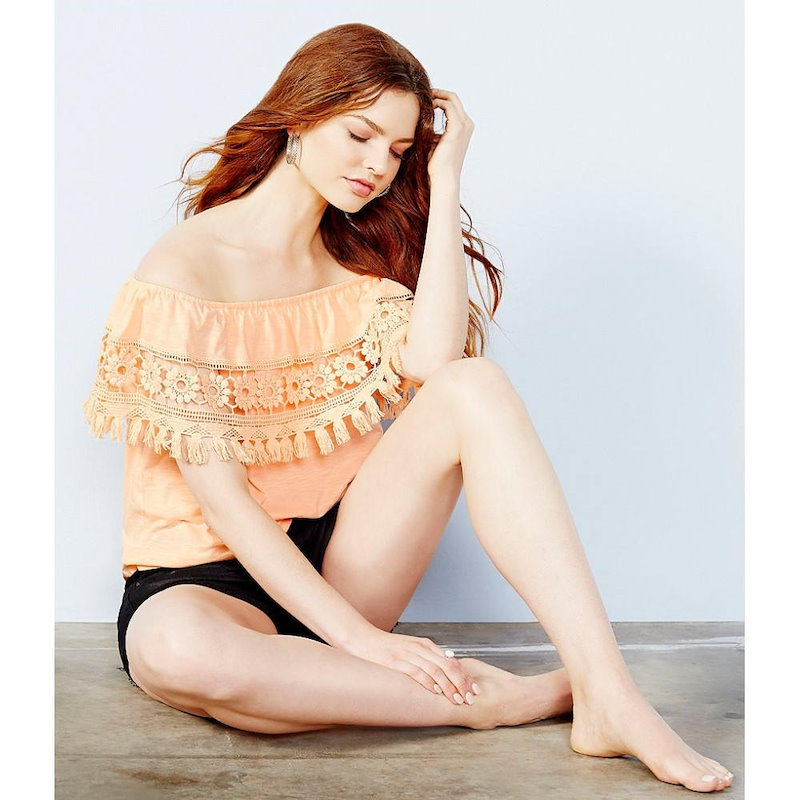チェルシーアンドバイオレット レディース トップス オフショルダー【Chelsea & Violet Tasseled Floral Crochet-Trimmed Off-the-Shoulder