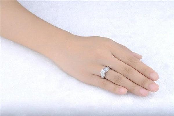 ホワイトキュービックジルコニア宝石925スターリングシルバーノーブルリング