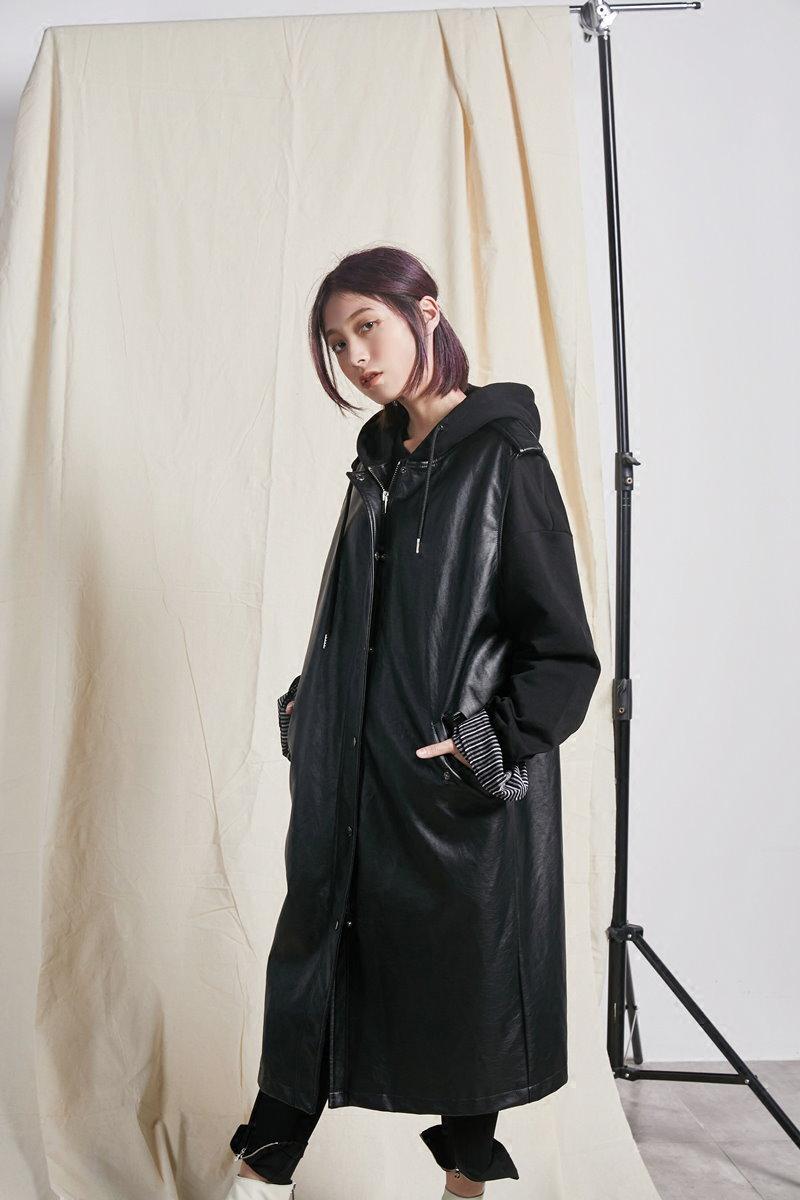 ヨーロッパと米国レトロな長い休日キャップベストの革ジャケットと暗い黒の2つの部分 pu革コート