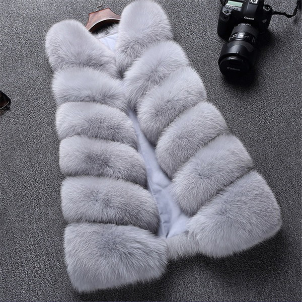 女性の人工狐ファーのベスト暖かい天然毛のコートGilet Veste