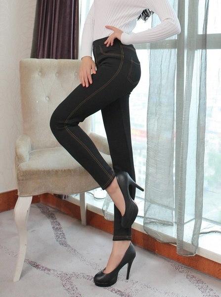 新しい冬のレギンス女性は、暖かいズボンを厚くするファッションフリースデニムパンツのポケットレギンス