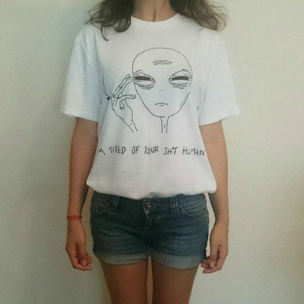 ヒップスター女性喫煙エイリアンプリントET Tシャツレディーホワイトプラスサイズトップのティー