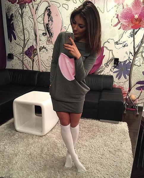 女性のファッションハートプリントロングスリーブOネックショートドレスセクシーなカジュアルスリムTシャツドレス