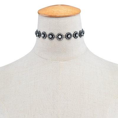 ファッション多層アクリルクリスタル中空花ネックレスチョーカーラインストーンレトロショートネックレス女性ジュエリーギフトアクセサリー