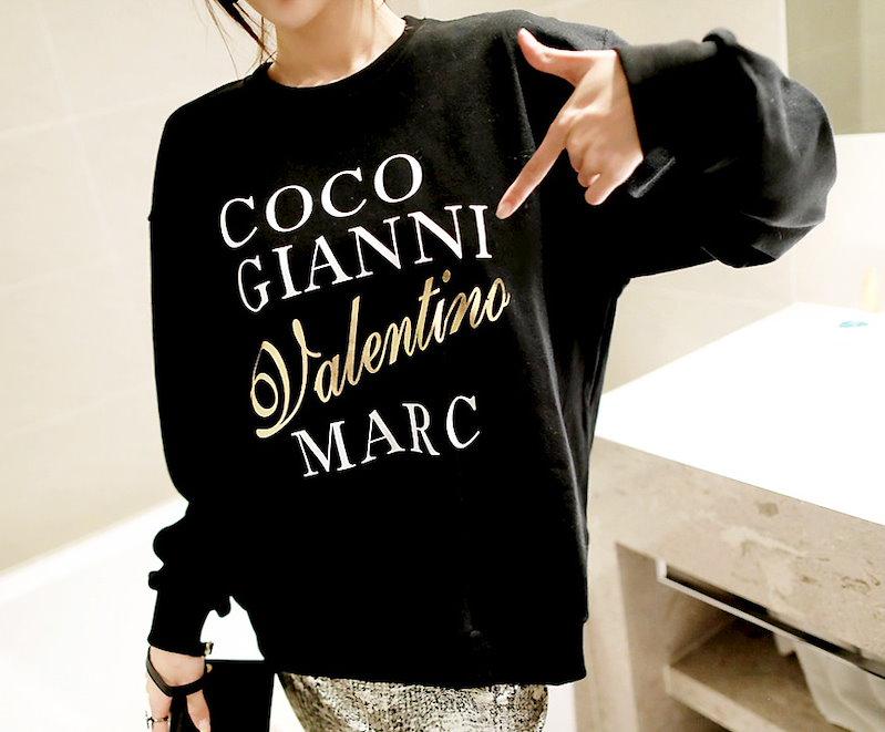 ココメタルMTM-This is mtm wear having big English lettering and metal gold point emphasizing