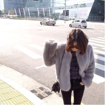 [55555SHOP]ヨーロッパ駅の大物の毛皮の女性のコートは帽子のピンクの毛があることをフェイクして毛の新型の秋冬になりて、キツネの毛の短い項/暖かい人工ファー/クオリティ保障//大ヒット/大人気/