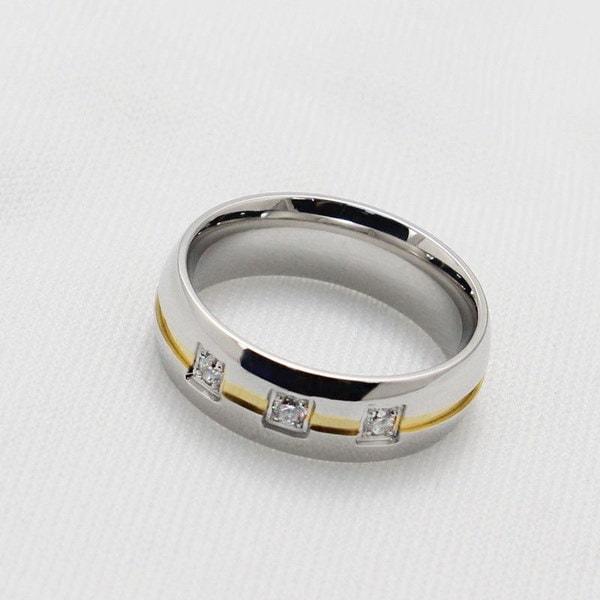 男性と女性のための18KゴールドメッキCZダイヤモンドチタンリング