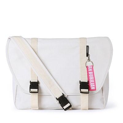 【BUBILIAN] Simple Messeger Bag メッセンジャーバッグ / 韓国の街ブランド/韓国と日本のベストセラーリュックサック/ベーシックリュックサック/旅行鞄 / Cream