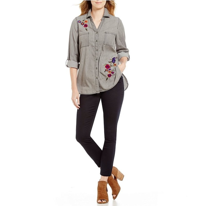 イントロ レディース トップス ブラウス・シャツ【Intro Petite Roll-Tab Sleeve Denim Floral Embroidered Button Front Shirt】St