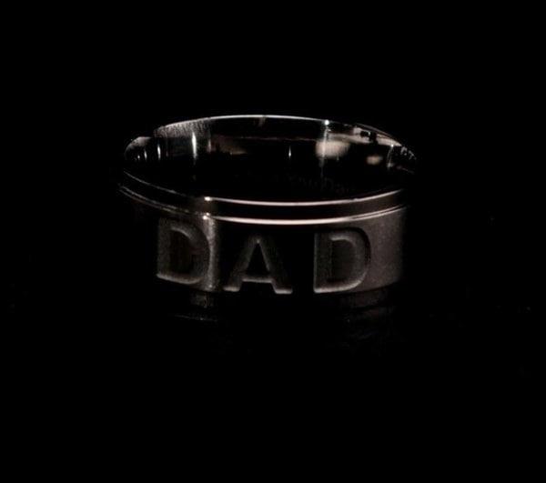 新しい到着ステンレス鋼のお父さんのリング刻まれた愛あなたはお父さんのメンズリングジュエリー