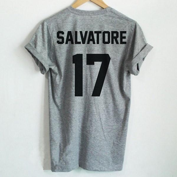 サルバトーレ17プリントTシャツステファン・サルヴァトーレTシャツヴァンパイア日記ステファン・サルヴァトーレ・グラム