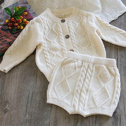 秋の子供服、男の子、女の子ベイビーツイストニットセーターカーディガン+ショーツセット赤ちゃん二ピース、ベビー服 、上下セット