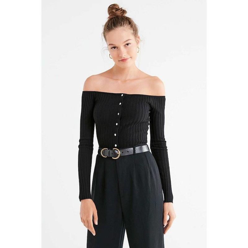 アーバンアウトフィッターズ レディース トップス オフショルダー【UO Brigitte Button-Down Off-The-Shoulder Sweater】Black