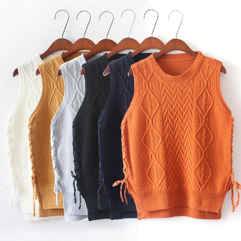 女 ニットベストセーターのベストのサイド  ストラップ