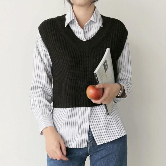アップタウンホリックオデルレッvest4color・クロップベストニットベストブイネクのベストニートチョッキ ニット/セーター/ニット/韓国ファッション