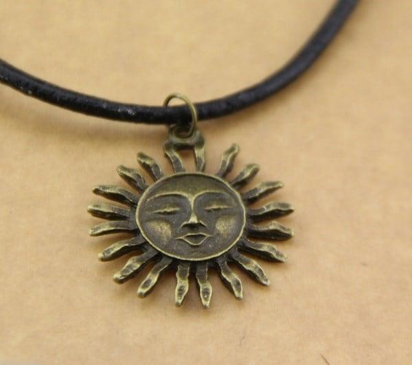 新しい本革の銅の太陽のネックレスグランジ80年代1990年代の祭りのホット1個