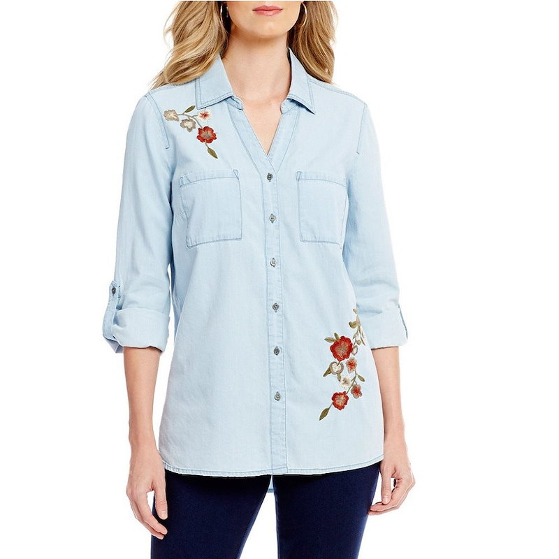 イントロ レディース トップス ブラウス・シャツ【Intro Roll-Tab Sleeve Denim Floral Embroidered Button Front Shirt】Light Ble