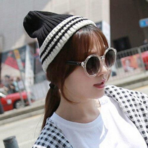 女性のためのシックなストライプパターンカラーブロックニット帽