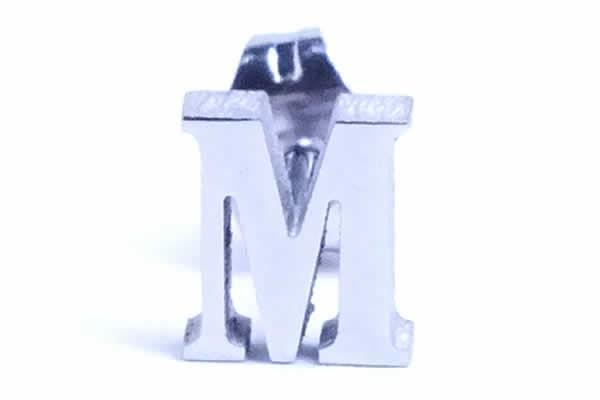 アルファベットステンレスピアス(M)/1個販売 エム サージカルステンレス316L メンズ レディース 英語 イニシャル メッセージ 20G 20ゲージ 耳たぶ 軟骨 sst-s-00646-m