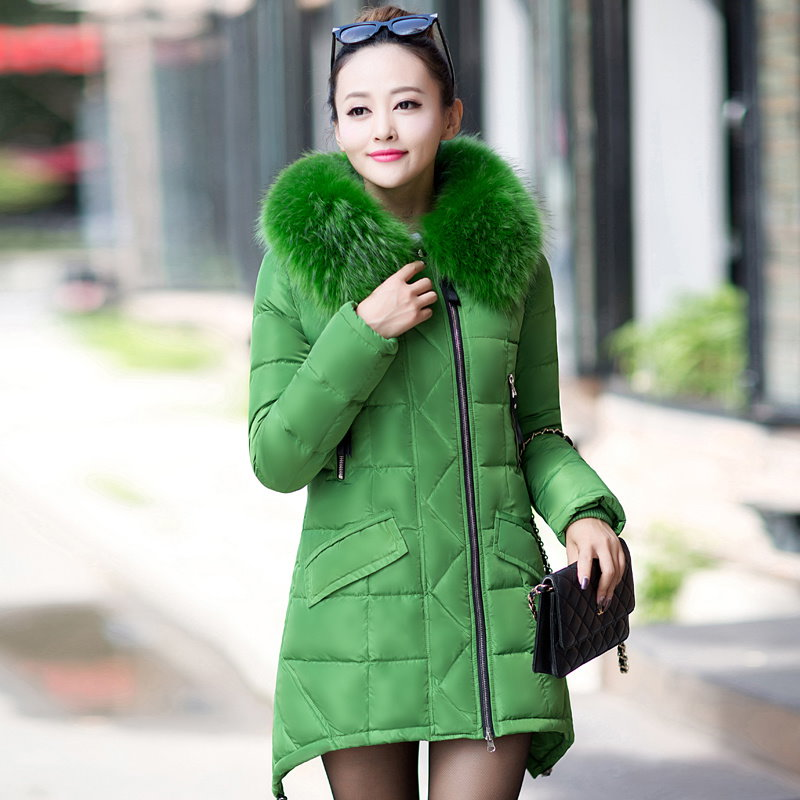 Kuyomens新しい2016年の女性の冬のコートキルトジャケットミディアム・ロングパーカ毛皮の襟肥厚フードAbrigosの女性スノー着用