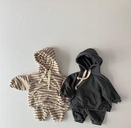 2020秋の子供服、男の子と女の子の韓国のルーズストライププルオーバー+カジュアルパンツツーピーススーツ