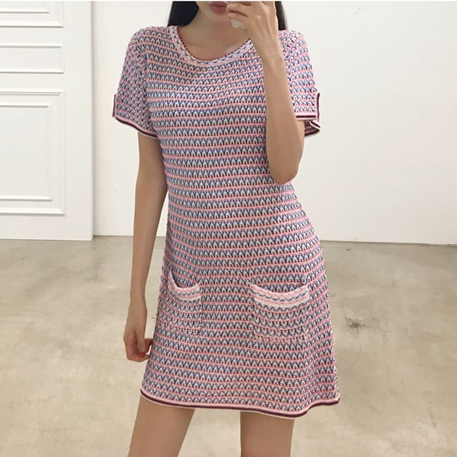 女性らしいシルエットのラウンドポケット半袖ニットワンピース30478デイリールックkorea women fashion style