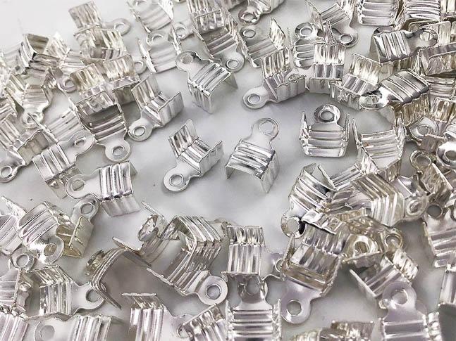 紐止め金具 カシメ シルバー 白銀 100個 幅7mm エンドパーツ 留め金具 アクセサリー パーツ (AP0844)
