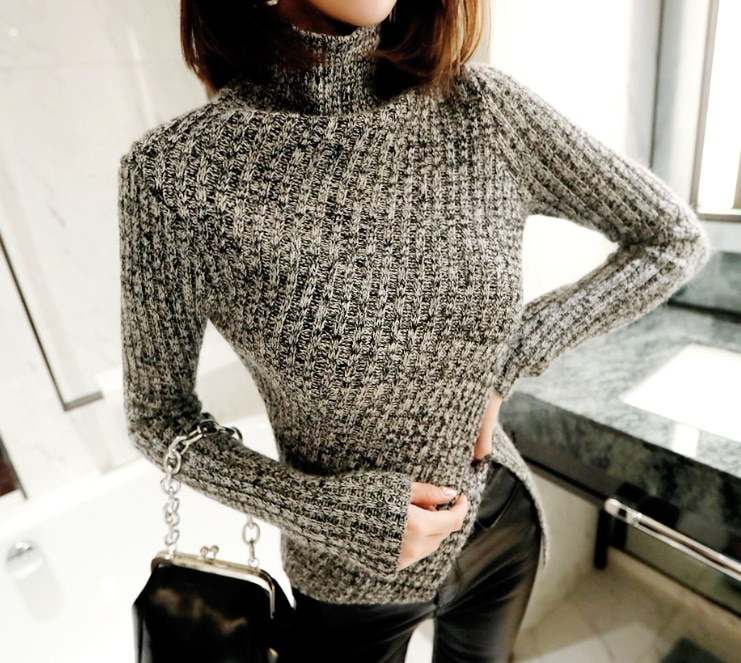 アンバランスな斜めニット-This is knit top wear having exposing line slim fit and unbalanced length
