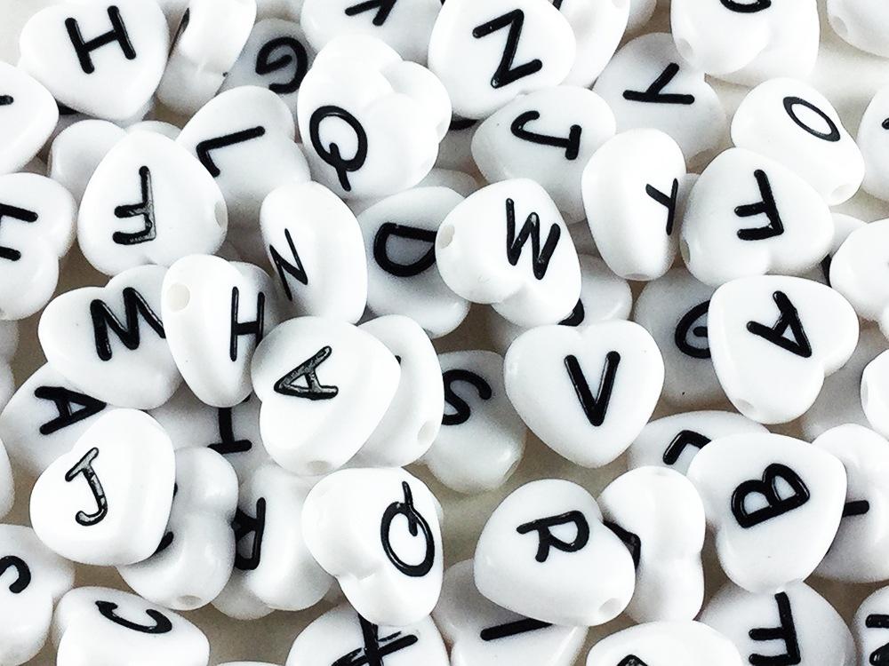 アルファベット ビーズ ハート 形 100個 イニシャル ホワイト 11mm 白 大きめ チャーム パーツ (AP0186)