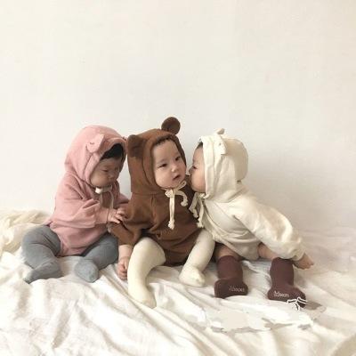 ベビー服、かわいいクマの耳とベルベットのジャンプスーツ、男性と女性の赤ちゃんかわいい動物の柔らかい服