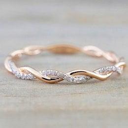 ラウンドリング 薄いローズゴールドカラーツイストロープステンレス鋼 結婚指輪を積み重ねる 女性