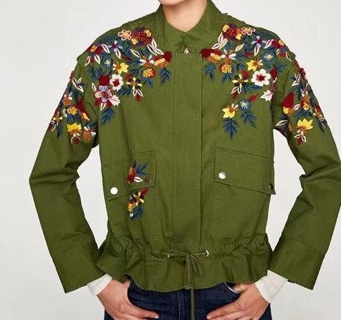 欧米のゆったりして大きいコード、花の刺繍のパーカー、ハイネックはロープの帯の短い上着、ジャケット